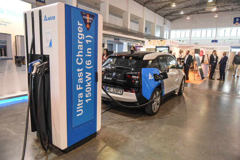 Forum w Krynicy: Powstanie kilkadziesiąt stacji ładowania samochodów elektrycznych