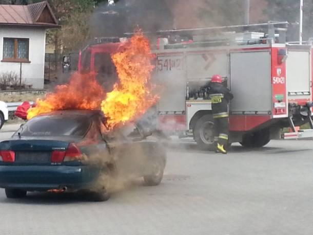 Śląsk: 23-letni gliwiczanin groził dziewczynie, podpalił jej samochód
