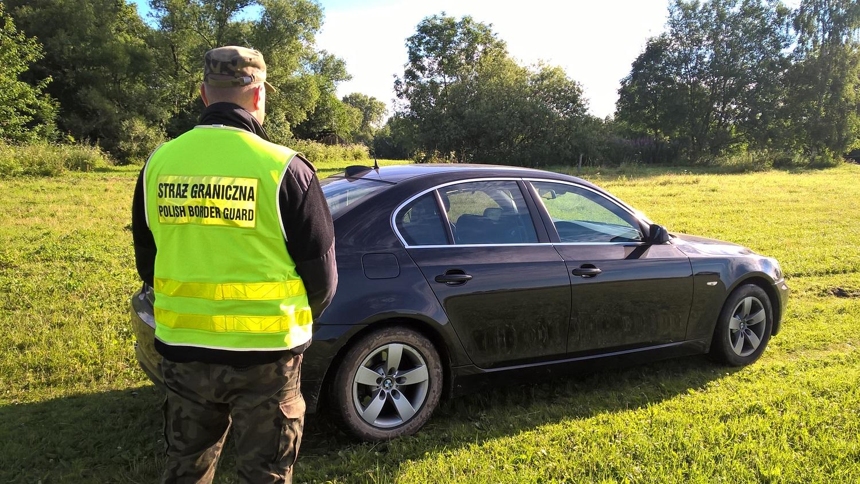 Litwin uciekał kradzionym BMW. Funkcjonariusze Straży Granicznej uratowali mu życie!