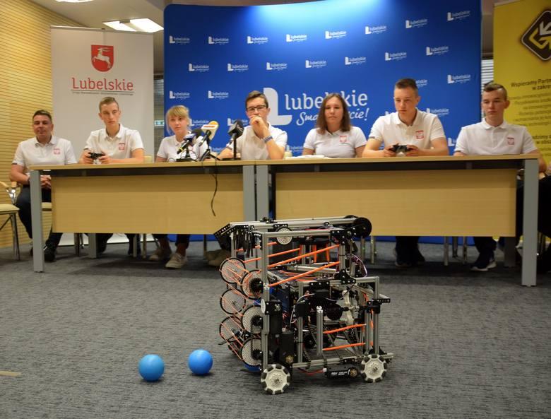 Uczniowie z Kraśnika zrobili robota na olimpiadę w USA