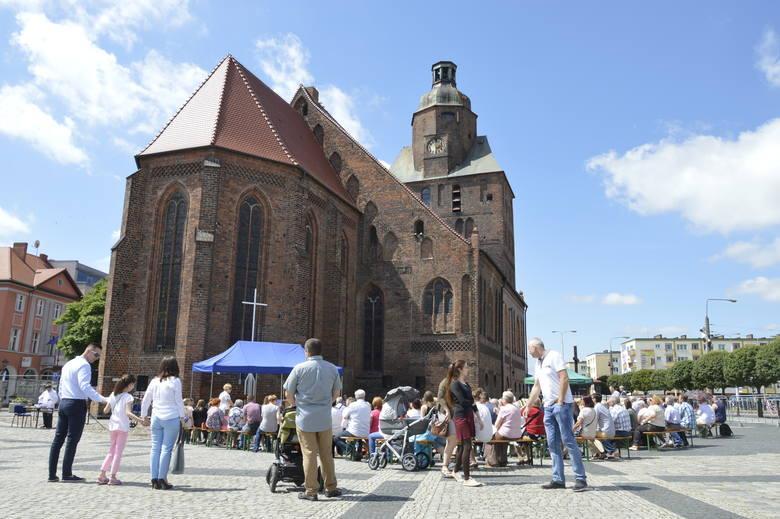 Gorzów: po pożarze w katedrze msze przeniosły się na… Stary Rynek