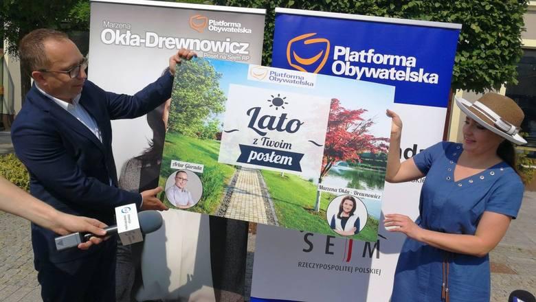 """""""LATO z TWOIM POSŁEM"""" :) Posłowie Platformy Obywatelskiej otwierają w Kielcach… letnie biura pod chmurką"""