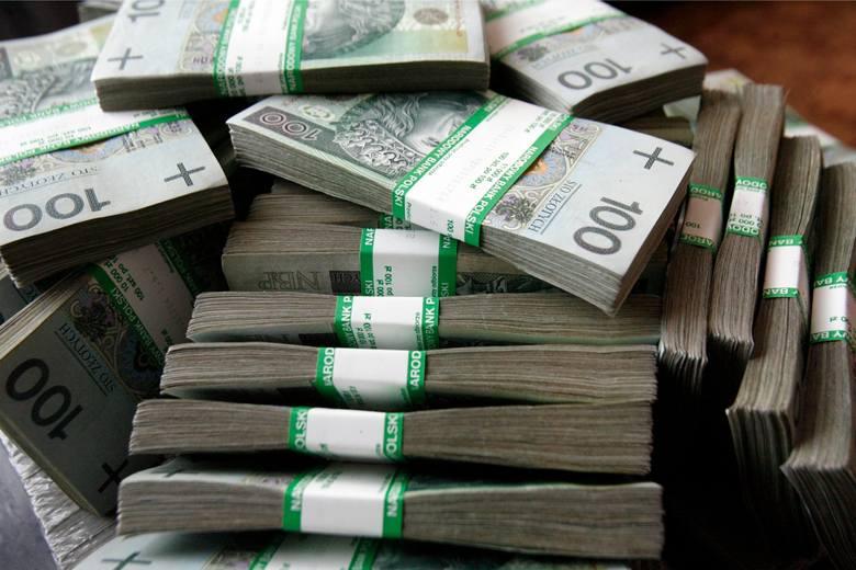 W Podlaskiem przybyło wielu milionerów. Jeden z nich na etacie zarobił… 9,5 mln zł!