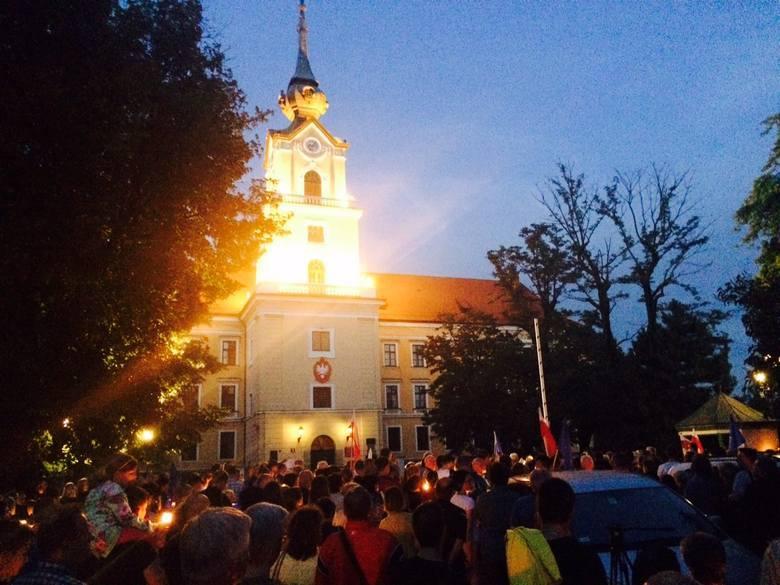 Podkarpackie: Kilkaset osób protestowało przed sądem w Rzeszowie