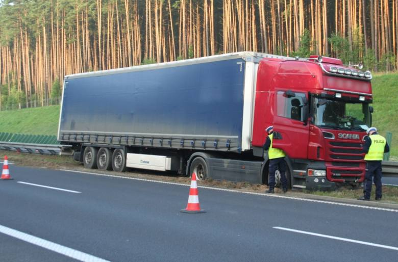 Kierowca TIR-a zasnął jadąc autostradą A1