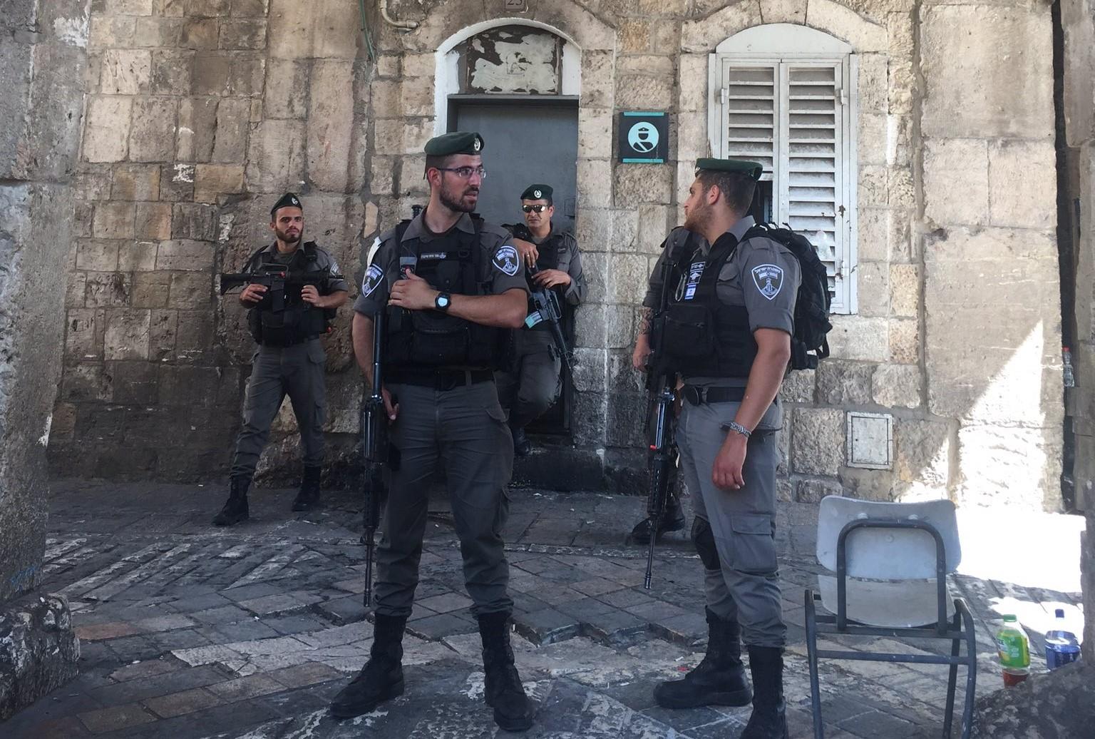 Władze Izraela usunęły większość zabezpieczeń sprzed wejścia do meczetu Al-Aksa