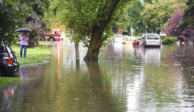 Szacowanie strat po gwałtownych burzach i ulewnych deszczach w Chicago