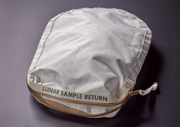 Księżycowa torba sprzedana na aukcji. Cena…?