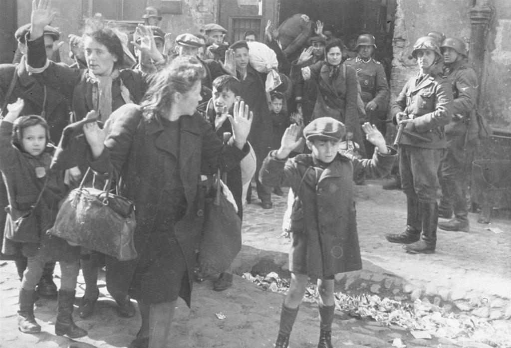 Resort dyplomacji chce się przebić z prawdą na temat roli Polski jako narodu pomagającego Żydom podczas II wojny światowej