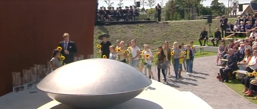 W Holandii odsłonięto pomnik upamiętniający ofiary katastrofy malezyjskiego Boeinga
