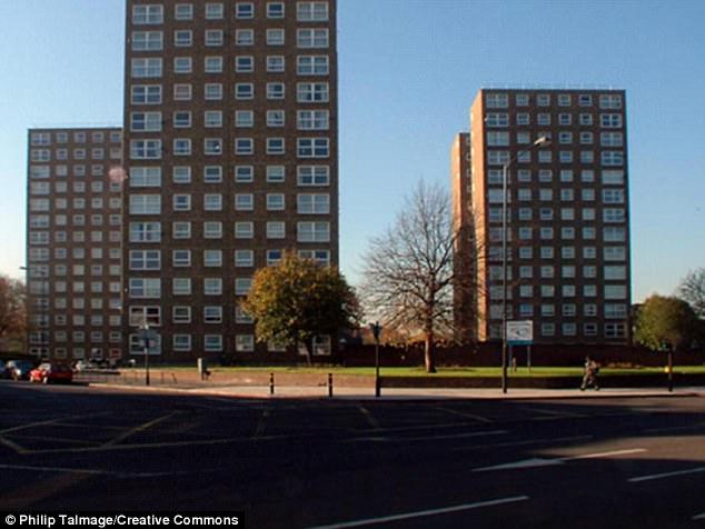 Londyn: wyprowadzka z 200 mieszkań z powodu pękających ścian budynków