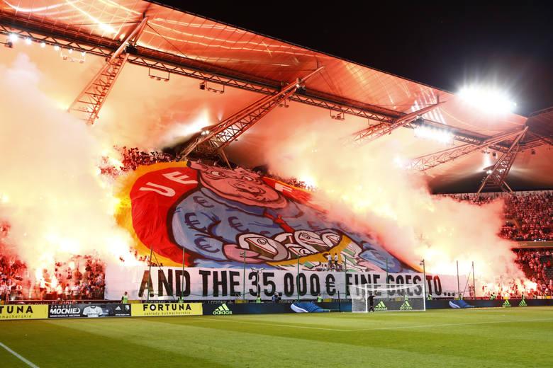 """UEFA znów została """"bohaterem"""" kibiców Legii"""