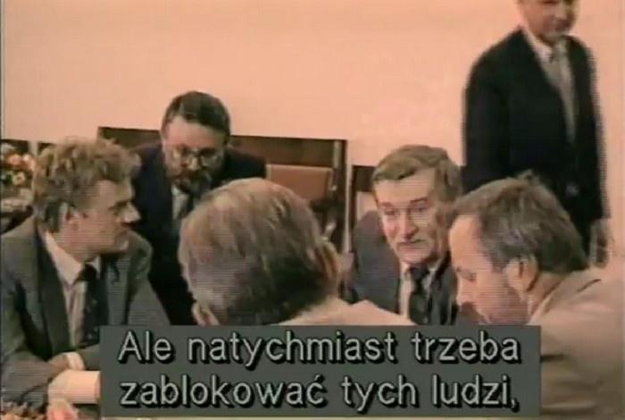 """Senat przegłosował uchwałę dot. rządu premiera Olszewskiego i tzw. nocnej zmiany. """"Bezkrwawy zamach stanu"""""""
