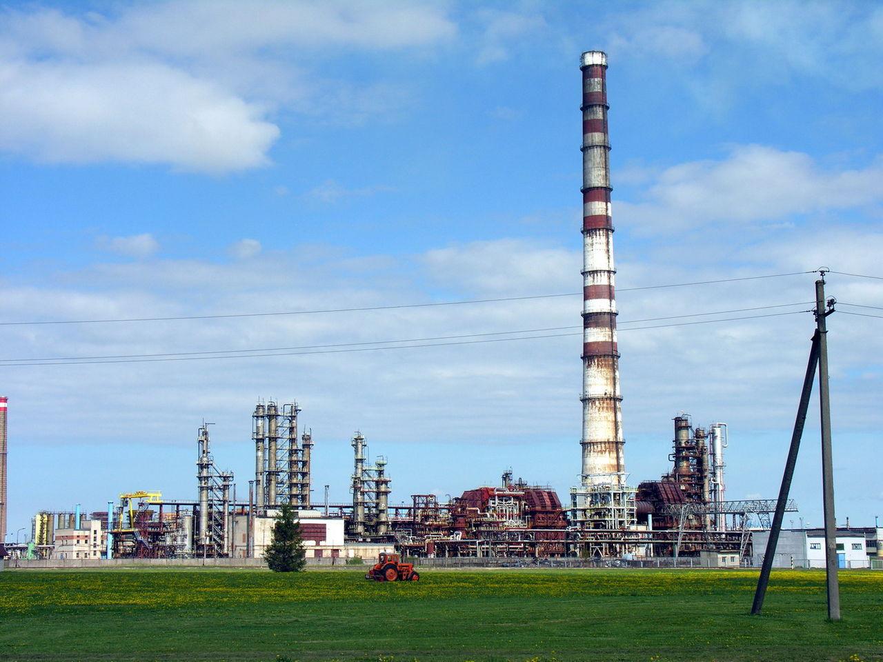 """Echa rozmowy Sikorski-Krawiec: """"Rozmowy o sprzedaży przez rząd Platformy Obywatelskiej rafinerii Orlenu w Możejkach na Litwie ocierają się o zdradę narodową"""""""
