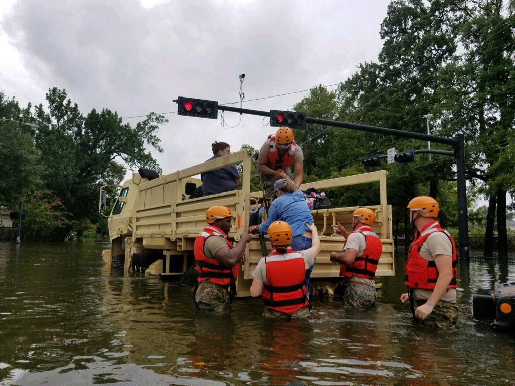 Stany Zjednoczone: prezydent Donald Trump odwiedził zmagający się z powodzią Teksas