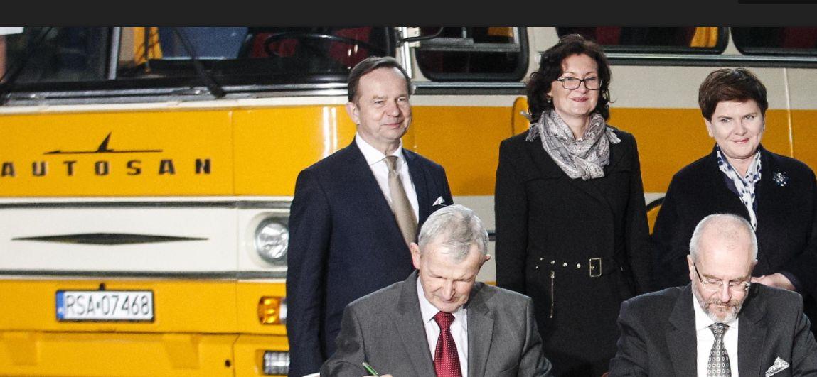 Wpadka Autosanu: Premier Beata Szydło chce wyjaśnień w sprawie przetargu na dostawę autobusów dla armii
