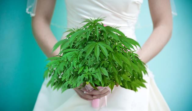 W USA jest nowa moda na…marihuanowe wesela