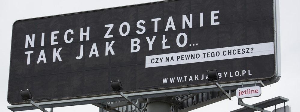 """Polityczna czy merytoryczna decyzja? Prokuratura odmówiła wszczęcia śledztwa przeciwko Polskiej Fundacji Narodowej za kampanię """"Sprawiedliwe Sądy"""""""