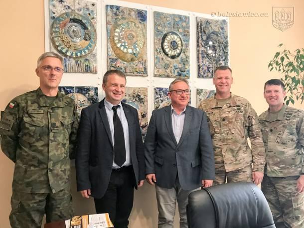 Bolesławiec: Nowa zmiana żołnierzy amerykańskich z wizytą w Ratuszu