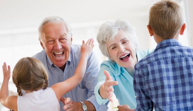 Dziadkowie opiekujący się wnukami żyją dłużej