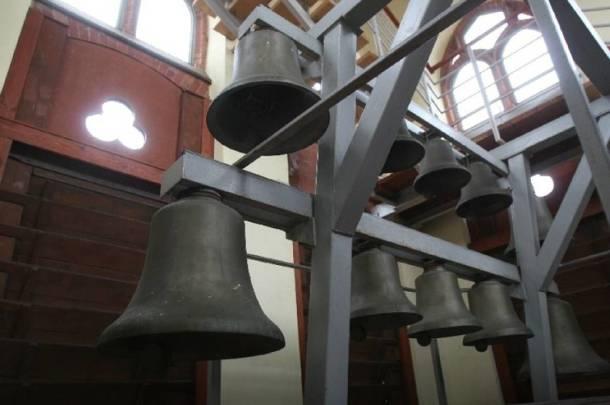 W całej Francji dzwony katedr odezwały się w godzinę wybuchu pożaru w Notre-Dame