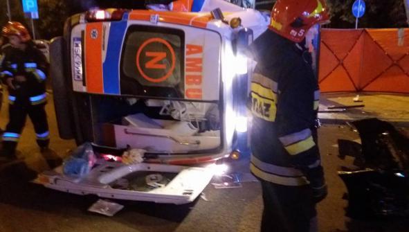 Zmarł noworodek, który ucierpiał w wypadku karetki pogotowia w Warszawie. Policja szuka świadków zdarzenia