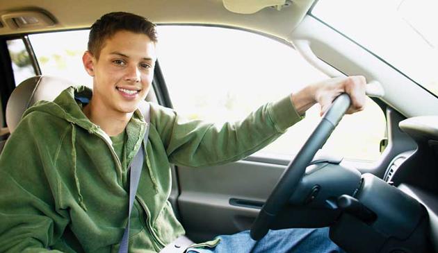 Młodzi kierowcy w Massachusetts będą musieli mieć specjalne naklejki na samochodach?