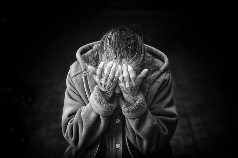 Lubelskie: SZOK! Gwałcił własną matkę. Krzysztof Z. usłyszał wyrok – 12 lat