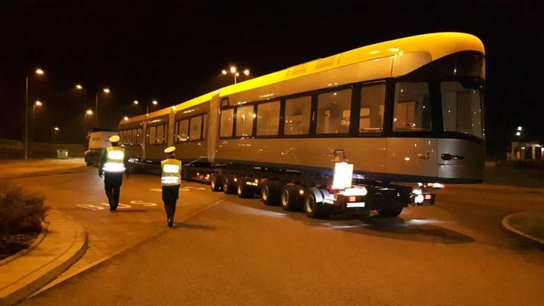 Transport wagi ciężkiej na A1 pod Toruniem