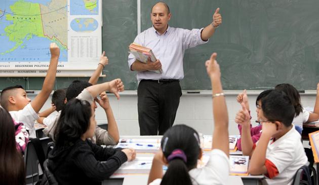 Spada liczba zapisów do szkół CPS