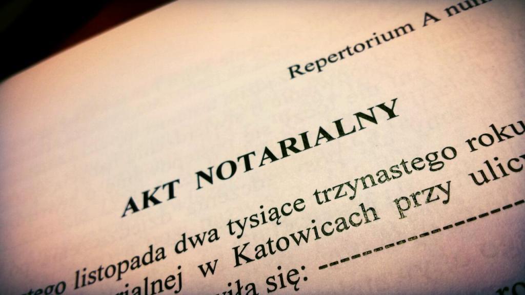 Zatrzymano 5 notariuszy z Pomorza, którzy są podejrzewani o wyłudzanie mieszkań