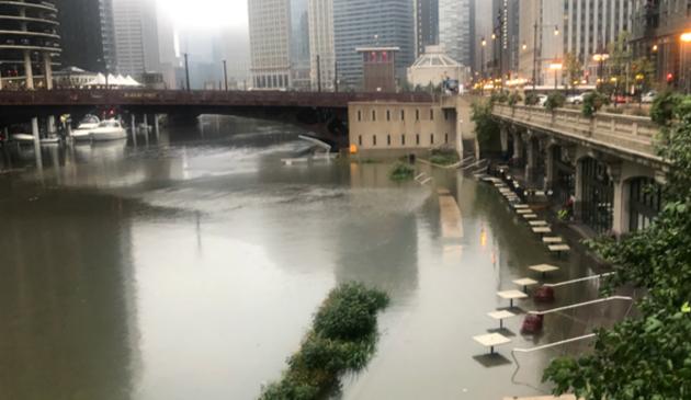 Intensywne opady deszczu i burze powodem podtopień w metropolii chicagowskiej