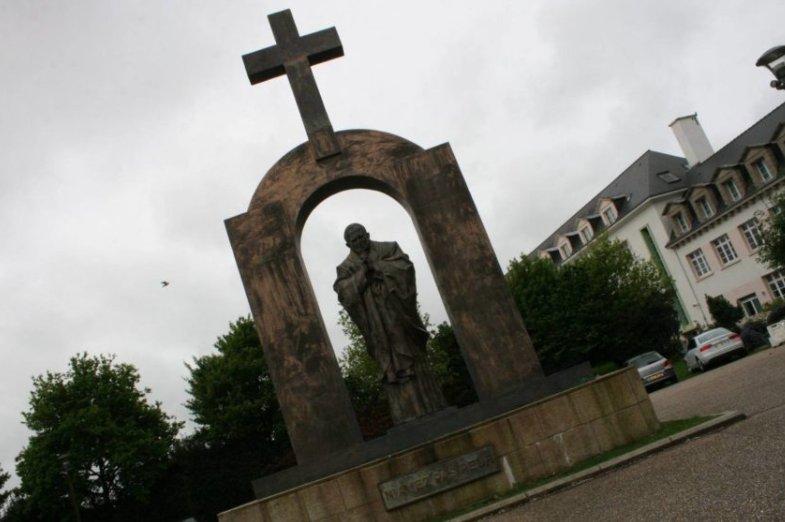 Władze powiatu sochaczewskiego chcą przyjąć pomnik Jana Pawła II z Ploermel