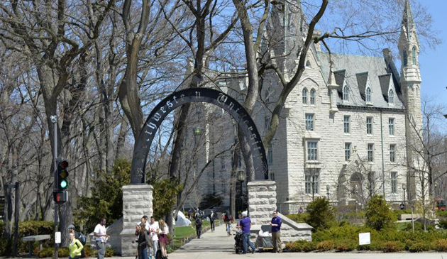 Brutalny napad na studenta Northwestern na kampusie uczelni
