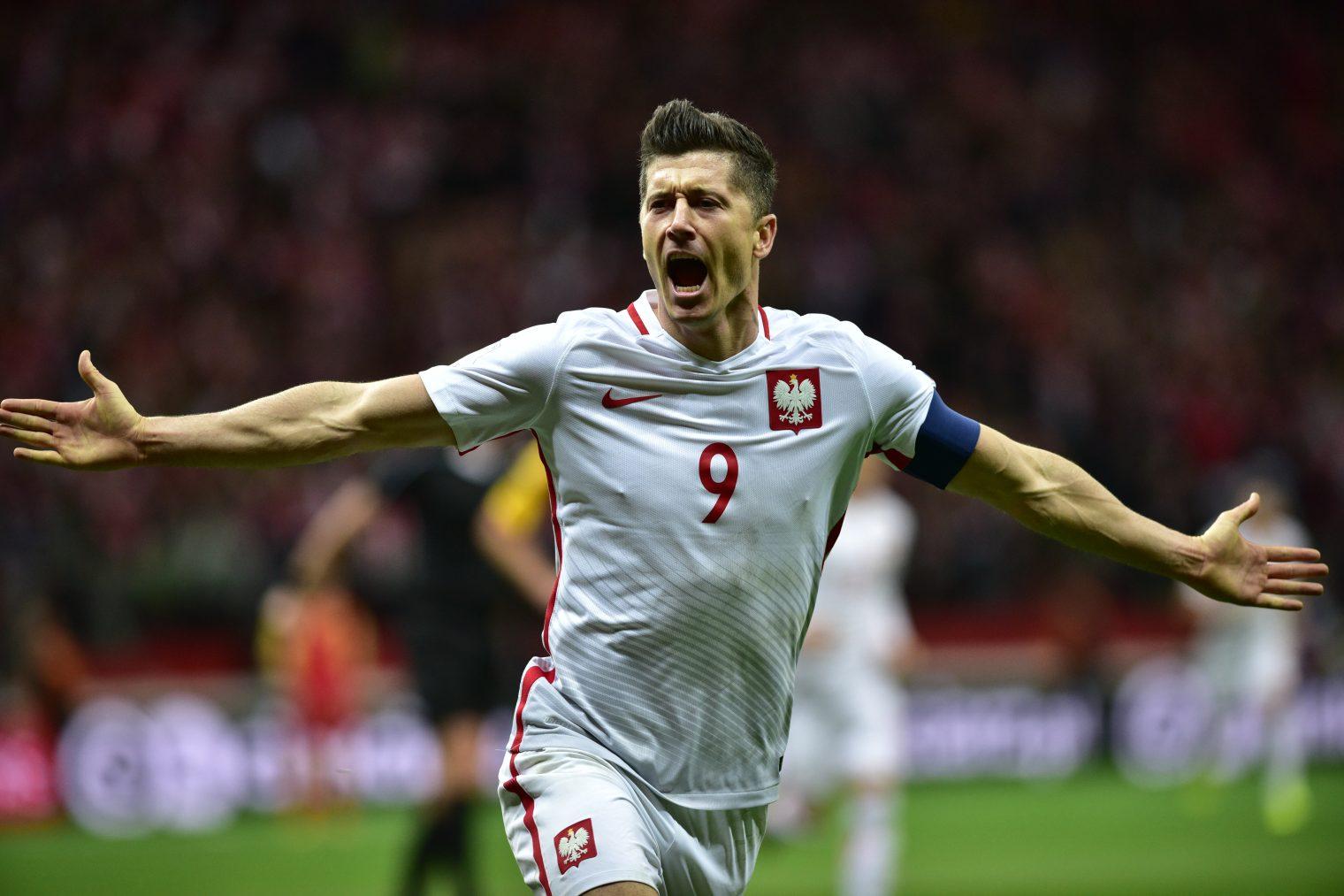 Robert Lewandowski minimalnie przegrał z Messim i Ronaldo