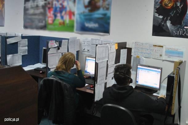 Warszawa: Pracownicy call center na Mordorze wykradli i sprzedali 700 tys. danych osobowych