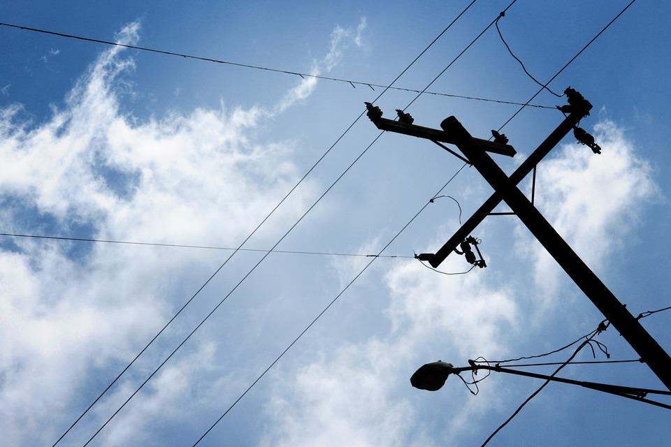 """Ceny prądu: Komisja Europejska chce sprawdzić, czy nie jest to niedozwolona pomoc publiczna. """"Jestem spokojny o losy obniżki cen prądu"""""""