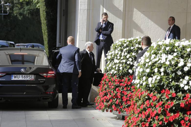 """""""Gazeta Wyborcza"""": Prezes PiS pod całodobową ochroną… policji"""