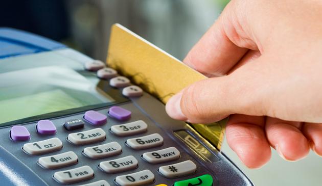 Zadłużenie Amerykanów na kartach kredytowych osiągnęło rekordowy poziom 870 miliardów dolarów