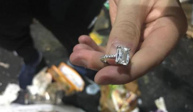 Mieszakniec Nowego Jorku przez przypadek wyrzucił do śmieci diamentowy pierścionek