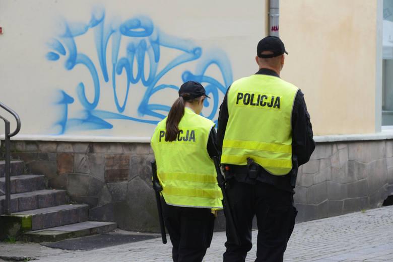 """Katowice: Metoda """"na policjanta"""" wciąż skuteczna. Mieszkanka straciła… 200 tys. zł!"""