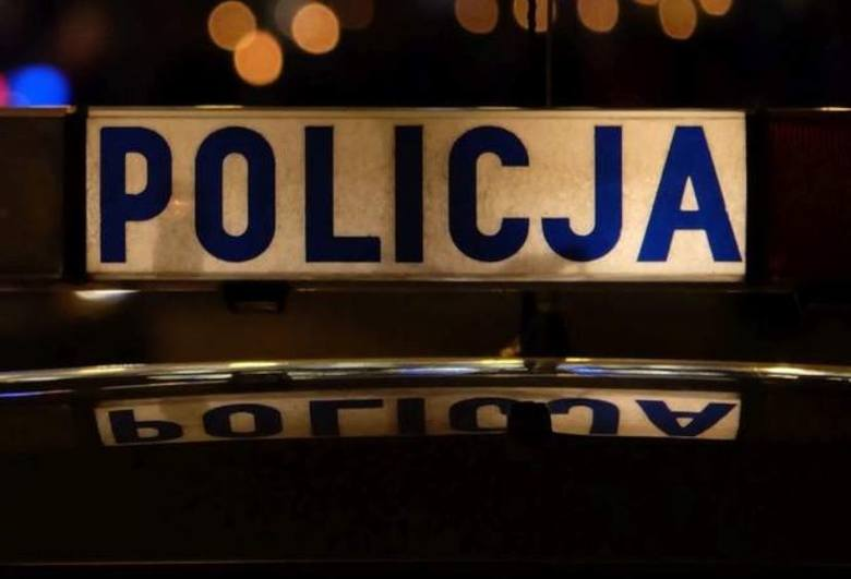 Napadła i… pogryzła kobietę na przystanku w Łodzi. Policja zatrzymała 19-latkę