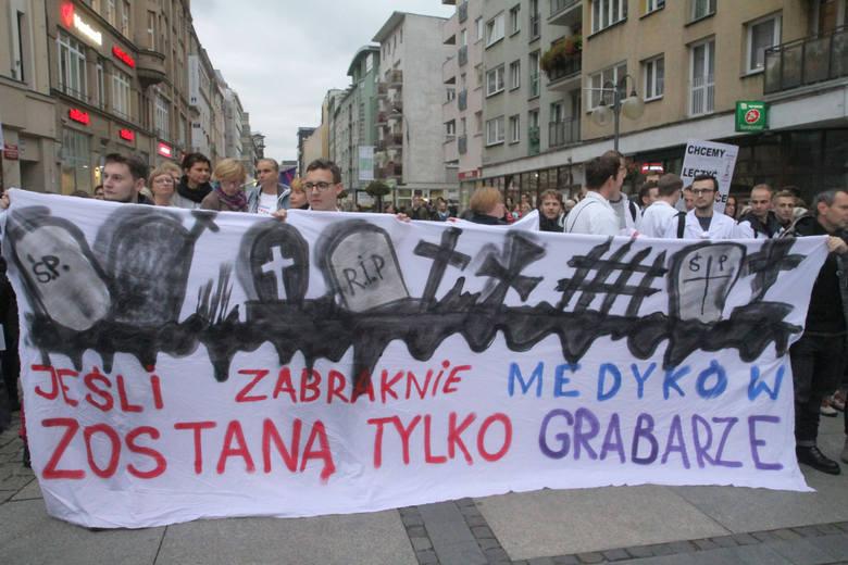 Wrocławscy lekarze kończą głodówkę. Teraz będą pracować mniej