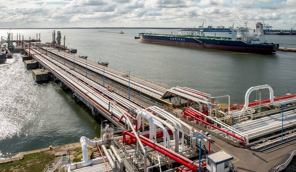 """Dziś do Gdańska dopłynie tankowiec z ropą z USA. """"To jest tani surowiec, który jest wysyłany w coraz odleglejsze zakątki świata, a Polska jest atrakcyjnym rynkiem"""""""