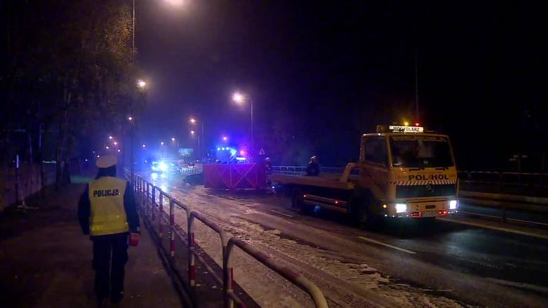 Lubuskie: Siedem osób wyskoczyło z płonącego auta. 18-latek zamknięty w bagażniku nie zdążył