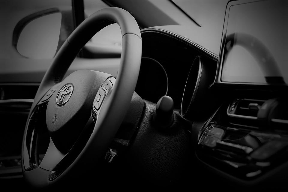 Dlaczego Brytyjczycy już drugi rok z  rzędu kupują mniej samochodów?