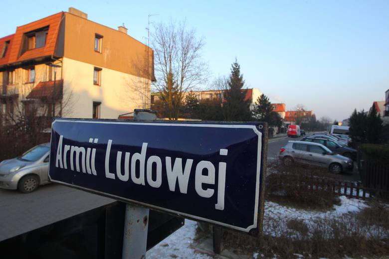 """Dekomunizacja nazw ulic w Łódzkiem. 41 gmin ciągle ma """"komunistyczne"""" ulice"""