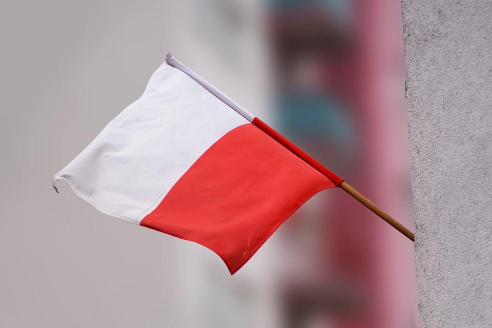 """2 maja : Dzień Flagi RP. Rusza kampania """"Nasza historia ma dwa kolory. Nie pisz na fladze"""""""