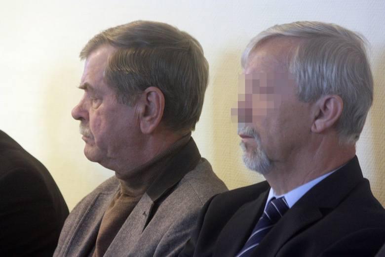 Były szef MSWiA Krzysztof Janik oskarżony o łapówki przed sądem w Katowicach
