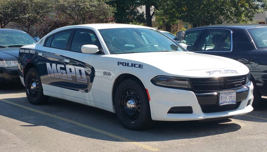 Policja w Morton Grove ostrzega przed mężczyzną, próbującym zwabić uczniów
